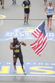 Finish Line Flag Marine Who Lost Leg In Afghanistan Provides Inspirational Image Of