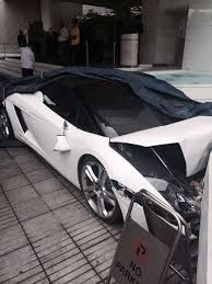 lamborghini reventon crash valet crashes lamborghini gallardo spyder in delhi