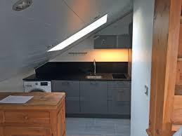 cuisine sous pente cuisine de chalet conçue à valence et posée à meribel pop cuisine