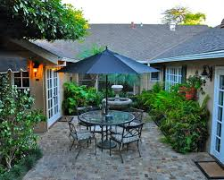 courtyard ideas 25 best ideas about small courtyards on pinterest