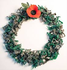 veterans day wreath made with plastic soldiers inhabitots
