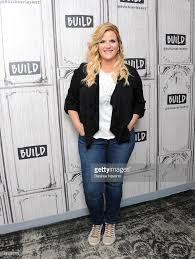 build presents trisha yearwood photos and images getty images