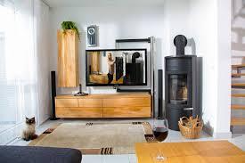 Wohnzimmer Fotos Wohnzimmer In Nass Gelagerter Buche Mit Tv Schwenkarm Und Jasmin