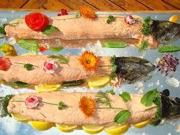 cuisiner un saumon entier saumon en bellevue recette de saumon en bellevue marmiton