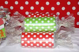 christmas table favors to make sweetly feature gingerbread christmas party sweetly chic
