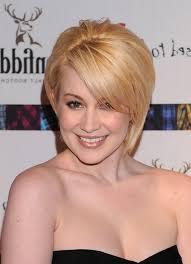 kellie pickler hairstyles kellie pickler chic short straight blonde haircut with side swept