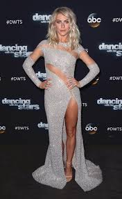 julianne hough hair safe harbor get julianne hough s pitch perfect beachy waves from last night s