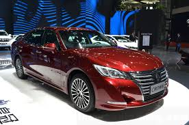 2015 toyota crown features u0026 specifications 7 images