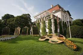 a painter file vienna garden resembling a painter palette in stadt park