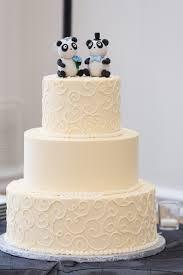 white wedding cake and panda cake topper cakes i want to do
