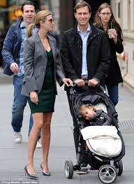 Ivanka Trump Wedding Ring by Newly Pregnant Ivanka Trump Covers Her Little Baby Bump Under A