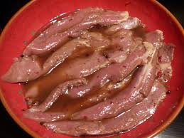 cuisiner aiguillette de canard aiguillettes de canard marinées aux baies roses et miel gourmicom