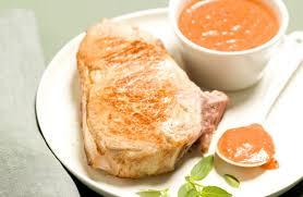 cuisiner une cote de veau côte de veau à la crème de poivrons recettes de cuisine la viande fr