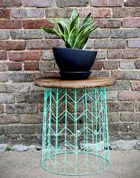 Wire Side Table Side Table From A Wire Basket A 20 Minute Diy Idea