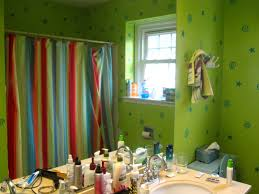 with green wall paint color schemes for warm bathroom design ideas