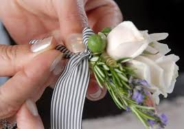 How To Make Corsages And Boutonnieres How To Make A Boutonniere