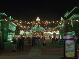 Six Flags In Winter Christmas Cheer Combines With Thrills At Six Flags Thebaynet Com