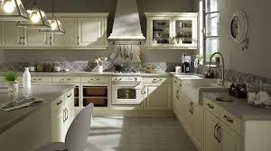 cuisine rustique chic modele de cuisine rustique surprenant cuisine repeinte en beige 5