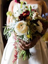 fall flowers for wedding 15 fall wedding bouquet ideas and which flowers they re made with