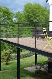 terrasse en bois suspendue vue de la terrasse en bois surélevée terminée balcons