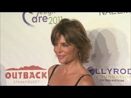 lisa rinna tutorial for her hair lisa rinna changes her haircut for first time in 20 years see her