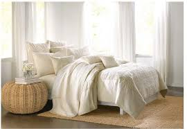 How To Make The Bed How To Make The Bed Simple Variations On Blankets Throw Pillows