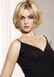 hairstyles for no chin mid length chin length bob wavy blond no bangs ladies with the