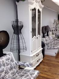 Shabby Chic Salon Furniture by A Clean French Shabby Chic Salon With A Warm Welcome And An