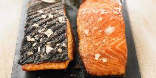 cuisine pavé de saumon pavé de saumon au barbecue facile recette sur cuisine actuelle