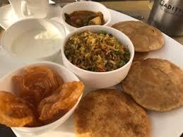 cuisine indien petit dejeuner indien picture of dolphin restaurant varanasi