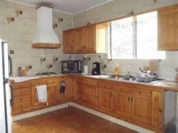 decoration cuisine avec faience meuble style henri 2 mineral bio