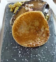 cuisiner les ormeaux ormeaux poêlés sur embeurrée de chou au safran une cuillerée pour papa