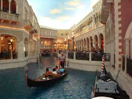 Canap En Sky Yes This Canal Is Inside The Venetian The Sky Is A Painted