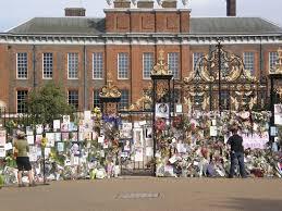 Kensington Pala Princess Diana Memorial Flowers At Kensington Palace Mapio Net