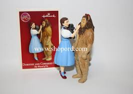 hallmark 2004 dorothy and cowardly ornament the wizard of oz