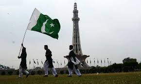How To Fold A Flag For Hoisting Pakistanis Celebrate 69th Independence Day Pakistan Dawn Com
