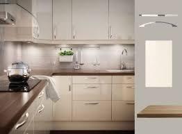 küche cremefarben küche mit abstrakt fronten hochglanz cremefarben und prägel