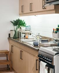 how to deal with a small kitchen how to maintain a small kitchen