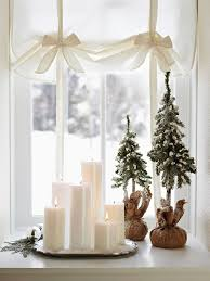 Christmas Decorations For Window Sills by Christmas Decoration Tips For Small Indoor U2013 30 Inspiring Examples