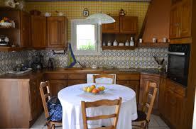 peinture pour meubles de cuisine en bois verni peindre un meuble en bois vernis intérieur intérieur minimaliste