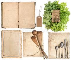 vieux ustensiles de cuisine ustensiles de cuisine vieux livre de cuisine pages et herbes image