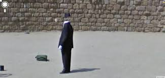 Google Maps Street View Location How Does He Do This Google Street View World Funny Street