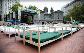 biggest bed ever world domination summit breaks breakfast in bed world record