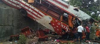 killed 35 injured on mumbai pune expressway after bus rams into