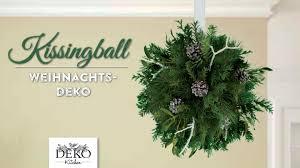 Weihnachtswanddeko Basteln Weihnachtsdeko Basteln Kissingball Mit Zweigen Und Misteln How