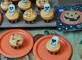 Halloween Cupcakes Cake by Reeces Pieces Two Tone Halloween Cupcakes