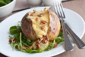 patate en robe de chambre pomme de terre en robe de chambre image stock image du cuisinier