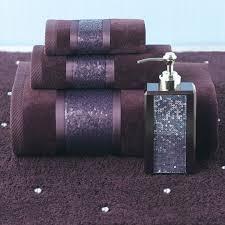 Purple Bathroom Accessories by Best 25 Purple Towels Ideas On Pinterest Eggplant Bedroom