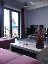 wohnzimmer modern grau lila wandfarbe wohnzimmer home design und möbel ideen