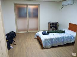 Living In A Studio Apartment by Studio Apartment Crappy Apartment Outside It U0027s A Studio Apartment